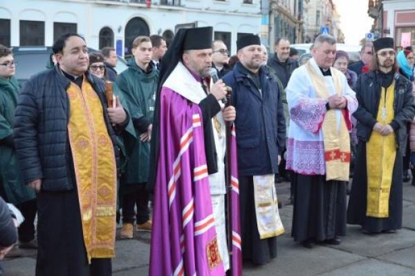 На Центральній площі Чернівців освятили Різдвяну шопку (Фото)
