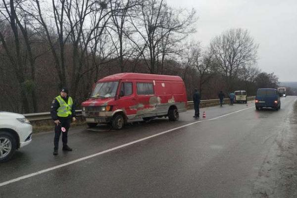 На Буковині ДТП - мінівен протаранив мікроавтобус