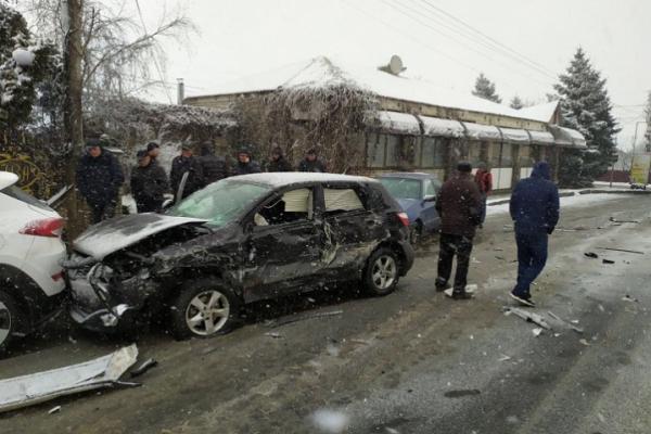 На Буковині масштабна ДТП: зіткнулися чотири авто