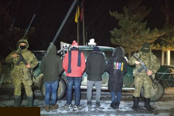 На буковинському кордоні затримали чотирьох іноземців-нелегалів та їхнього гіда