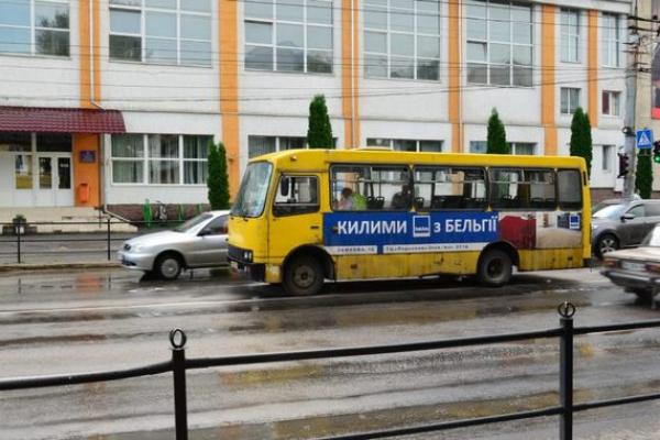 У Чернівцях водій маршрутки помер за кермом