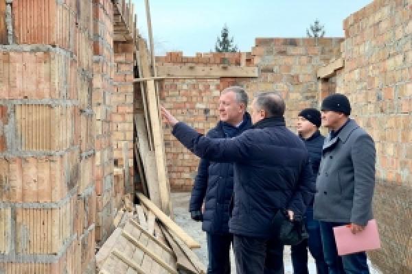 Сергій Осачук проінспектував довгобуди у трьох районах Чернівецької області