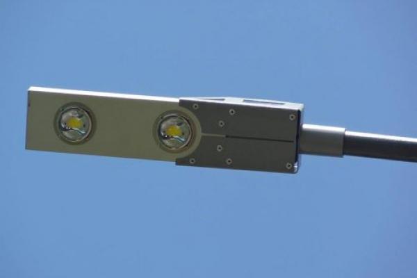 У Чернівцях встановили нові ліхтарі