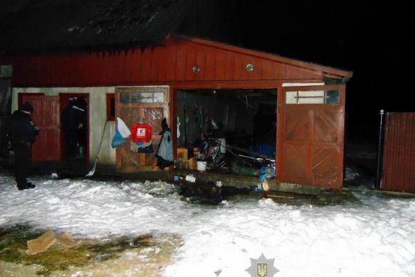 Зловмисник підпалив прибудинкове приміщення буковинця