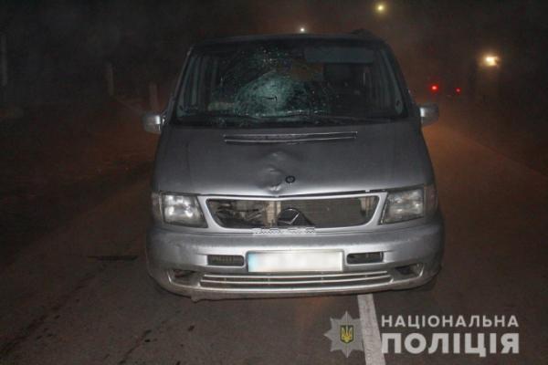 На Буковині водій мікроавтобуса збив на смерть нетверезого пішохода