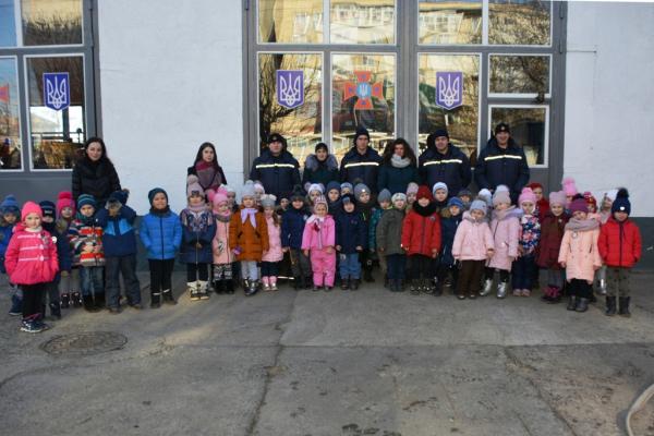 Чернівецькі дошкільнята ознайомилися з буднями рятувальної справи