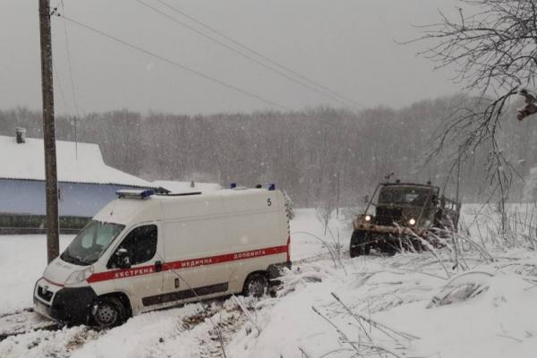 Зима повернулася: негода наробила лиха на Буковині