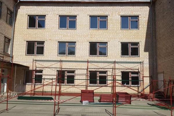 Скандальний ремонт школи №22 у Чернівцях: підряднику переплатили?