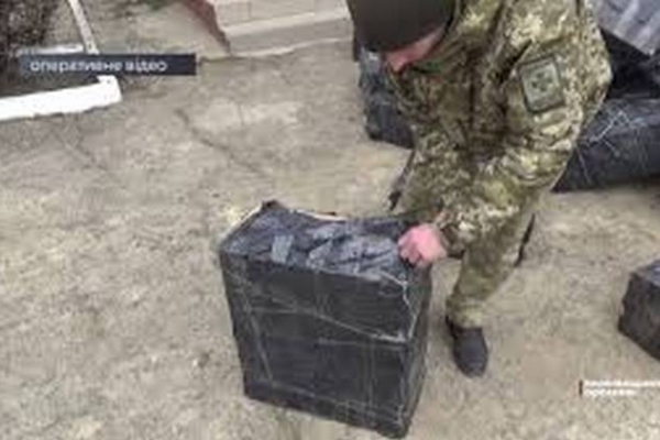 На Буковині прикордонники затримали нашпигований контрабандою автобус