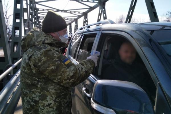 На Буковині прикордонники почали перевіряти температуру у громадян