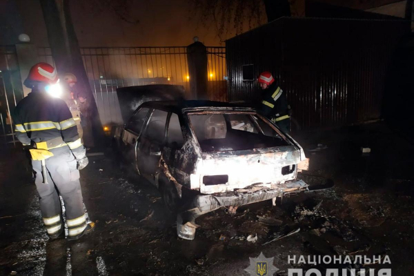 Три автівки підпалив та 28 проколов - у Чернівцях судитимуть порушника