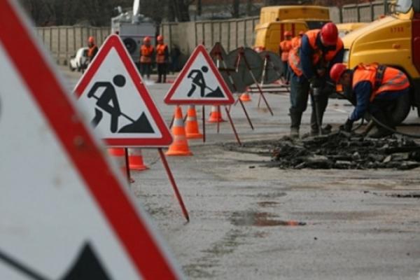 Попри карантин на Буковині продовжать ремонтувати дороги та школи