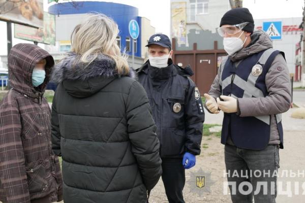 Буковинські поліцейські перевіряють чи дотримуються діти карантину