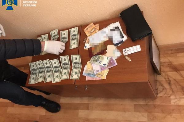 На Буковині СБУ викрила начальника відділу Держприкордонслужби на отриманні хабара від підлеглого