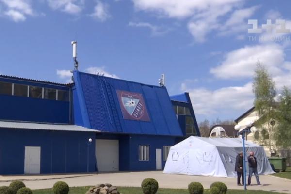 У Чернівцях під шпиталь переобладнують стадіон (Відео)