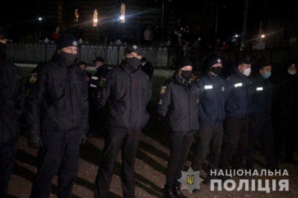 Релігійний конфлікт на Буковині: поліція з'ясовує обставини бійки прихожан біля церкви
