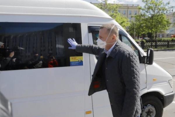 П'ятеро медиків з Дніпра вирушили до Чернівці для боротьби з SARS-CoV-2