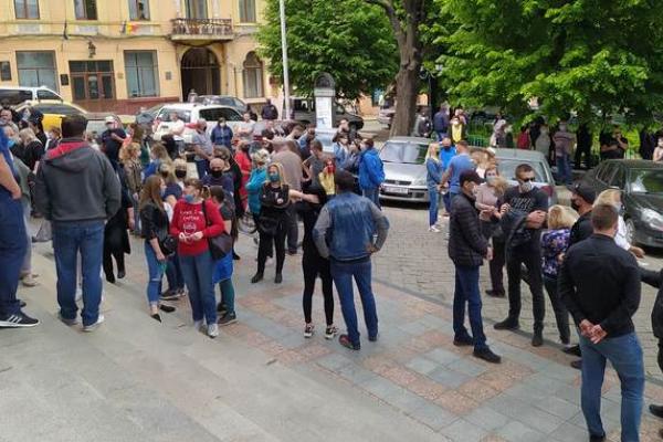 Понад 200 підприємців пікетували під стінами Чернівецької міськради