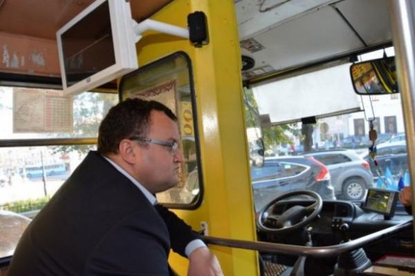 «Не всі з них виживуть», -  мер Чернівців розповів про відновлення роботи громадського транспорту