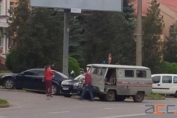 У Чернівцях карета швидкої потрапила у ДТП