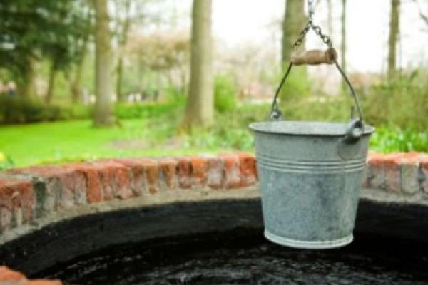 На Буковині через зливи можливе забруднення питної води у колодязях