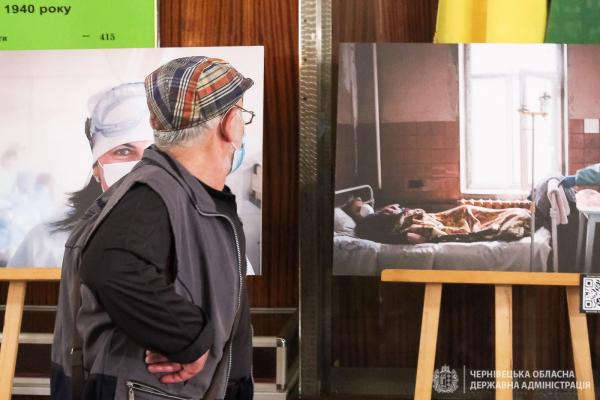 Боротьба з невидимим ворогом, - у Чернівцях презентували фото виставку за «червоною лінією»