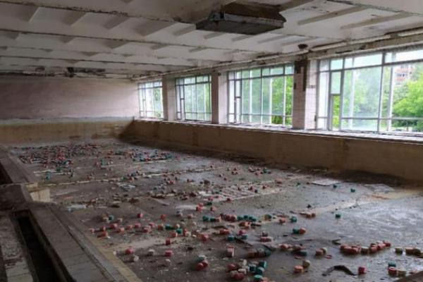 У Чернівцях басейн школи №27 перетворюється у руїни (відео)