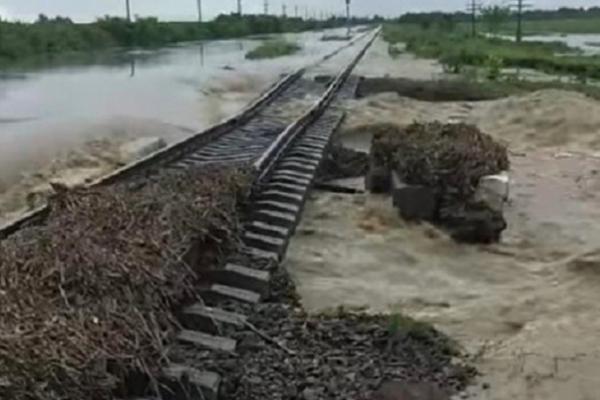 Повінь зруйнувала залізничне сполучення між Буковиною та Франківщиною