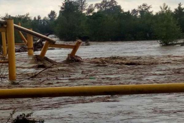 Паводок на Буковині: річка зруйнувала газопровід, люди без газопостачання