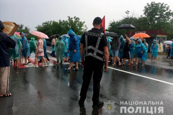 Рух транспорту у Атаках, що на Хотинщині, досі перекритий