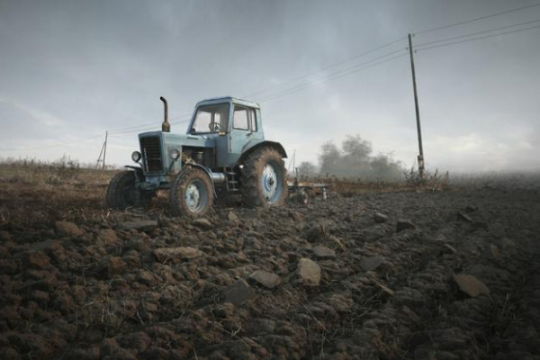 На Буковині чоловік загинув під колесами трактора