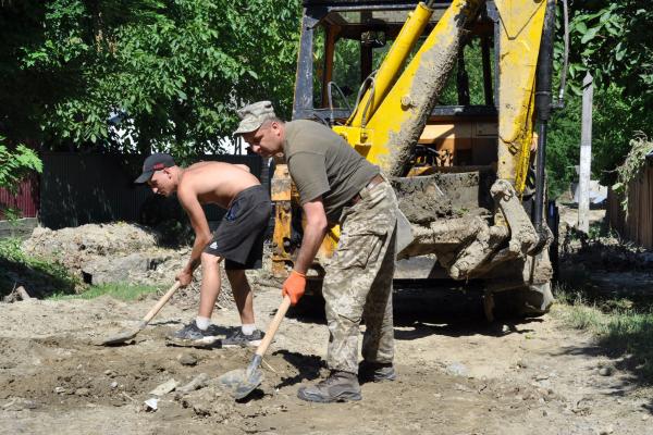 Буковинські військові ліквідовують наслідки паводків на Буковині