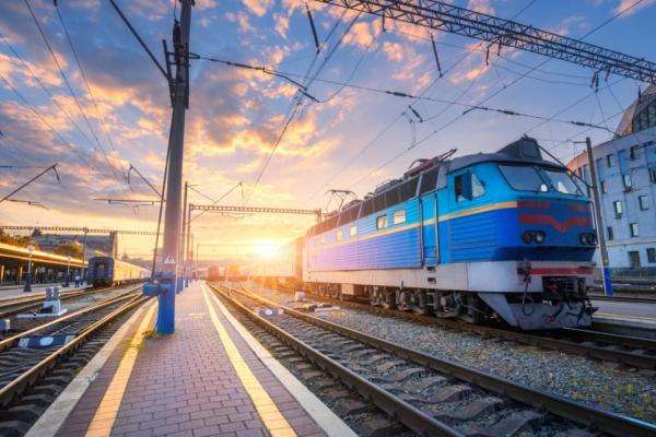 Зона відчуження? - з понеділка потяги у Чернівцях зупинятимуться виключно для висадки пасажирів