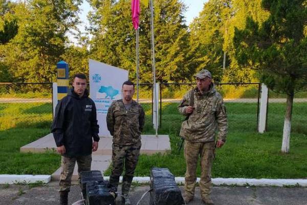 Буковинські прикордонники затримали 18-річного контрабандиста
