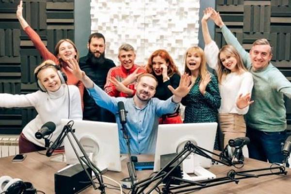«Повний карантин»: уже пів року радіо «Буковинська хвиля» судиться з Нацрадою за право на мовлення