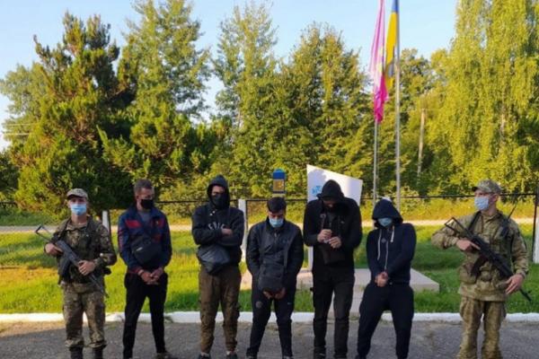 Буковинські прикордонники затримали студентів-нелегалів з Алжиру