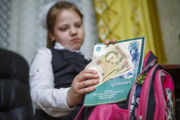 У Чернівцях директорам шкіл та садочків заборонили збирати з батьків гроші на антисептики