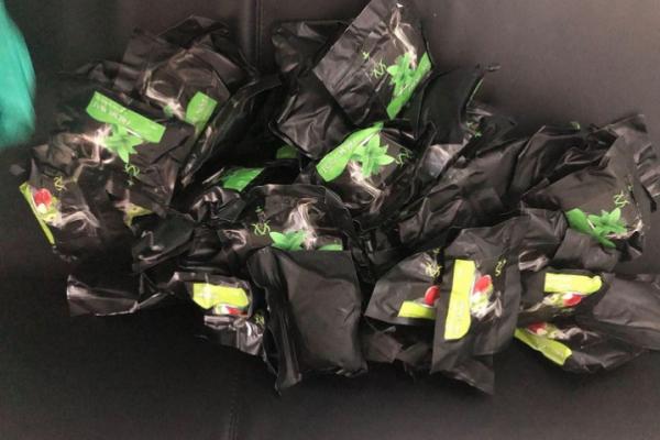 Буковинські митники вилучили 35 кілограмів тютюну для кальяну