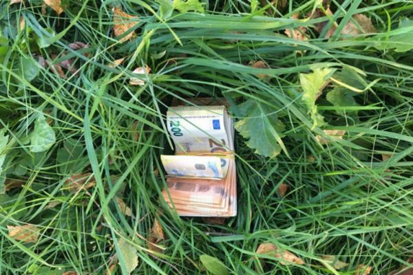 Буковинським прикордонникам, які знайшли 9 тисяч євро, дали 10 тисяч гривень премії