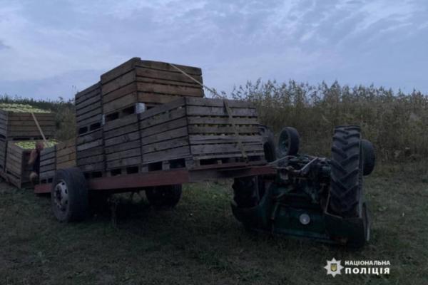 Дві ДТП за вечір: буковинець помер внаслідок перекидання трактора