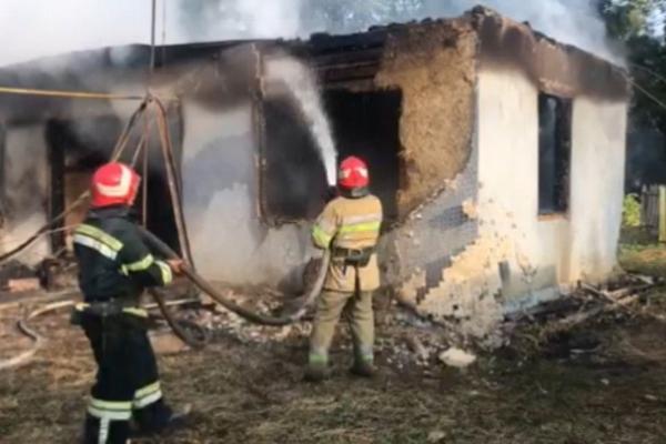 У пожежі на Буковині заигнув безхатько