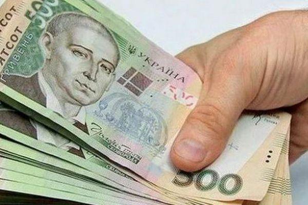 Шахрай представився нардепом від відомої партії та виманив у чернівчанки гроші