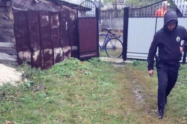 Буковинка виявила на подвір'ї труп сестри