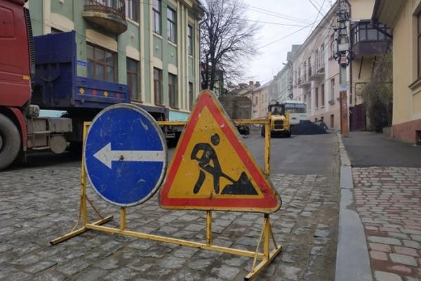 Рух транспорту по вулиці Шевченка у Чернівцях обмежено на місяць