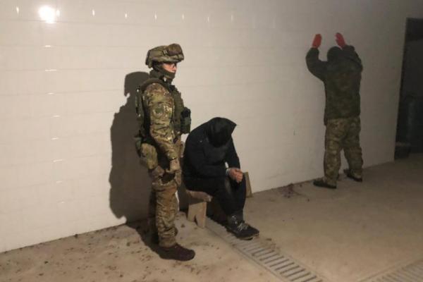 Викрадення людини та вимагання 150 тисяч доларів: на Буковині затримали замовника злочину