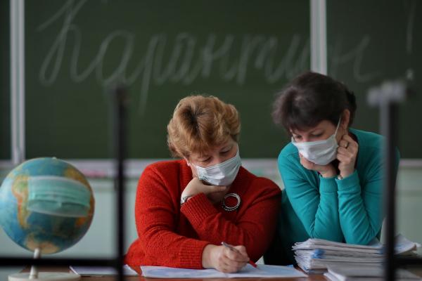 На Буковині на коронавірус хворіють 57 учнів та 87 педагогів