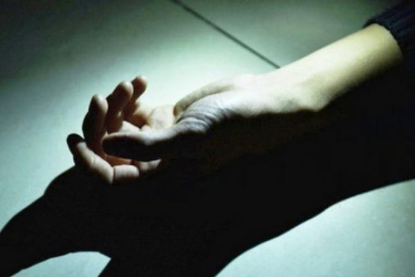 Самогубство у Чернівцях: чоловік випав з вікна в одному зі спальних районів міста