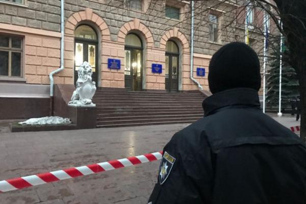 Під час першої сесії Чернівецької облради замінували будівлю ОДА