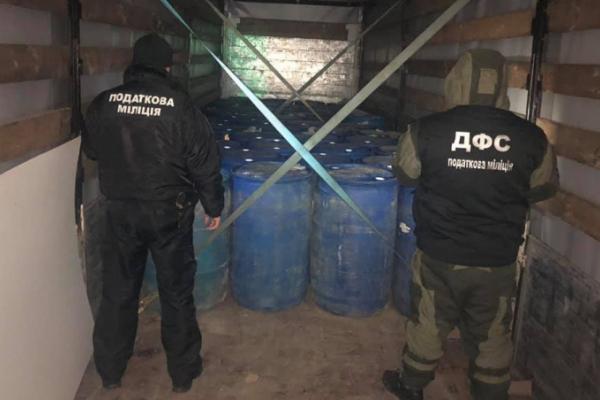 Чернівецька ДФС затримала фуру з 10000 літрів «лівого» спирту