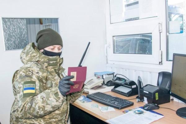 Буковинські прикордонники виявили в іноземок підроблені результати ПРЛ-тестів